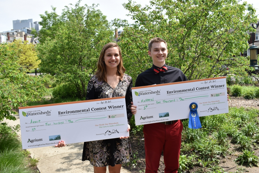 Annie Smith & Matthew Murphy hold up their scholarship checks at the zoo